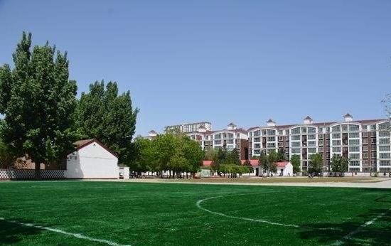 青島市黃島區黃浦江小學人造草坪鋪設